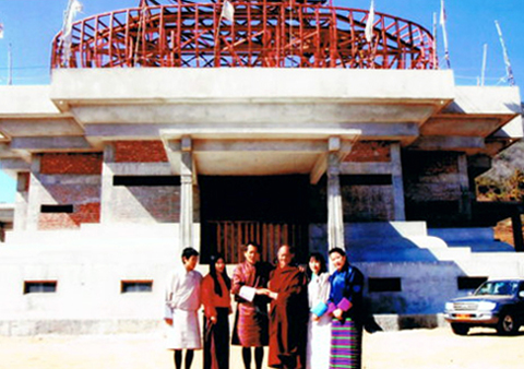 Khenpo Karpo with the 4th King and Queens of Bhutan
