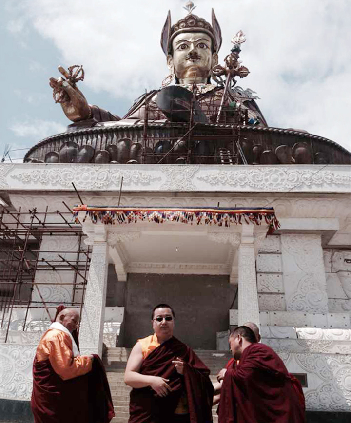 第三世敦珠法與噶波仁波切於世界最大蓮師像